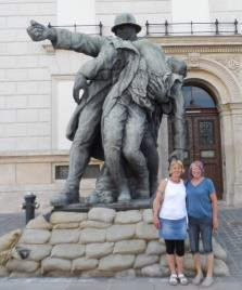 Friday night, Ann & Val and a very large statue!